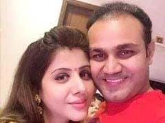 जब वीरेंद्र सहवाग ने पत्नी आरती सहवाग को भी अपने स्टाइल में ही दी जन्मदिन की बधाई