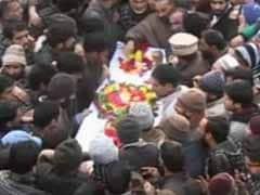 जम्मू-कश्मीर : आतंकी हमले में पुलिसकर्मी की अंतिम यात्रा में उमड़ा हुजूम, कहा -'यह जिहाद नहीं है'