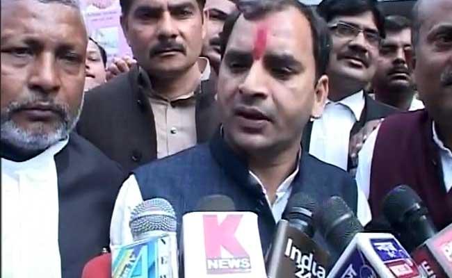 अखिलेश के भाई अनुराग यादव ने कई साल जॉब करने के बाद राजनीति में रखा कदम