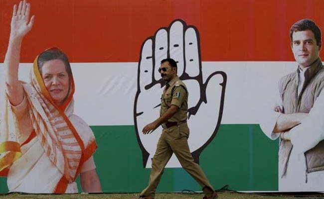महाराष्ट्र: कांग्रेस ने पाठ्य पुस्तिकाओं से इंदिरा, राजीव से संबंधित संदर्भों को हटाने की मांग की