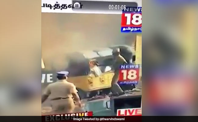 Jallikattu: Kamal Haasan, Others Tweet Video Of Cop Setting An Auto On Fire
