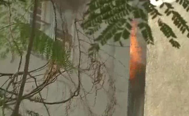 हापुड़ में पटाखा बनाते समय विस्फोट से मकान की छत उड़ी, महिला की मौत