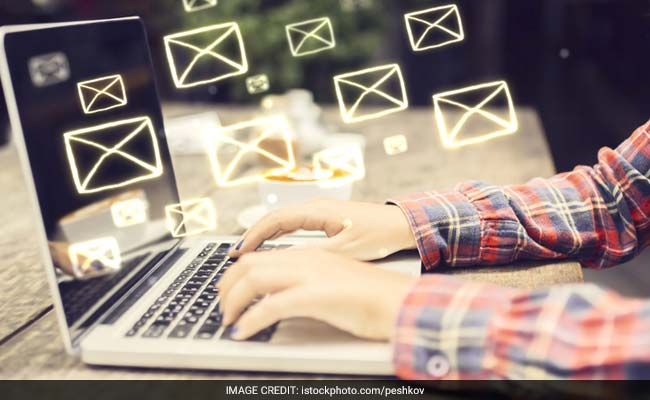 52 Per Cent Indians Can't Last A Day Without Checking E-Mail: Survey