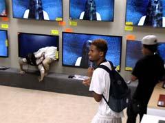 जब दुकान में रखे टीवी से निकलकर सामने आई प्रेतात्मा, वीडियो हुआ वायरल...