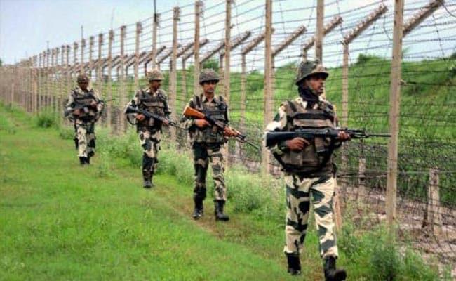 जम्मू-कश्मीर में दो जगहों पर मुठभेड़, पुलवामा में सुरक्षा बलों ने मार गिराए तीन आतंकी