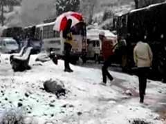 Kashmir Weather: Snowfall-Hit Jammu-Srinagar Highway Leaves Vehicles Stranded, Upsets Tourists