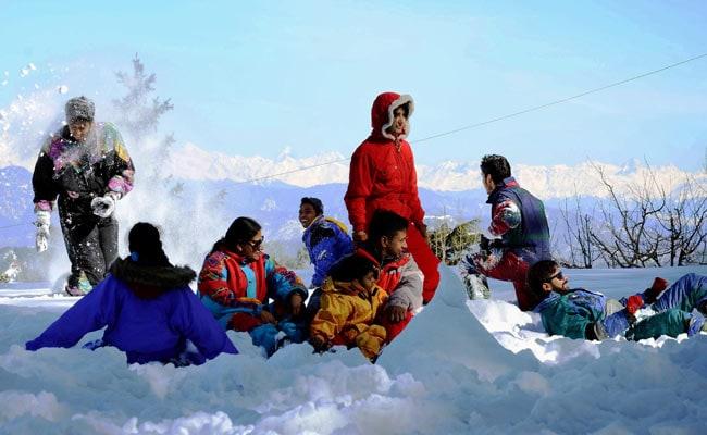 देखें खूबसूरत तस्वीरें: उत्तर भारत में फिर लौटी ठंड, पहाड़ों में हो रही बर्फबारी और बारिश