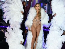 Mariah Carey's Disastrous New Year's Eve Performance, Explained- Sort Of