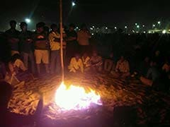 A Night Out In Jallikattu Protest: Bonfires, <i>Sambhar</i>-Rice On Marina Beach