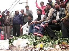 दिल्ली में दो गुटों में बंटे सफाई कर्मचारी, एक गुट हड़ताल पर तो दूसरा काम पर लौटा