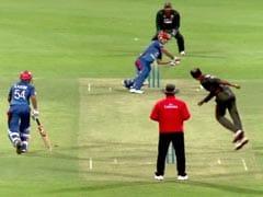 अफगानिस्तान के इस क्रिकेटर ने खेला अनोखा शॉट, पिच पर लोटते हुए जड़ा छक्का, देखें वीडियो