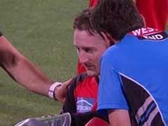 Video : शॉट लगाते समय बल्लेबाज के हाथ से फिसला बैट, विकेटकीपर के मुंह पर लगा, जबड़ा टूटा