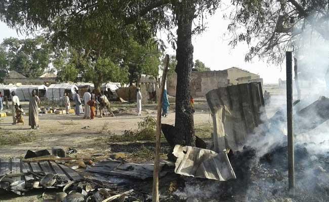 नाइजीरियाई वायुसेना ने गलती से शरणार्थी शिविर पर बम गिराया, 100 से ज्यादा मरे