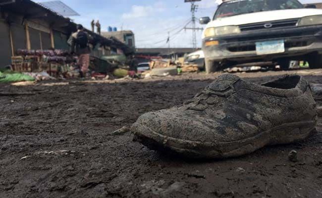pakistan vegetable market blast afp