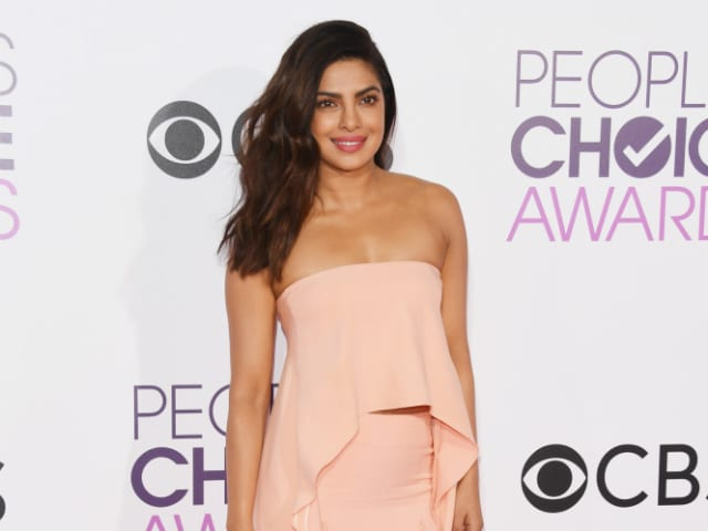 People's Choice Awards 2017: Priyanka Chopra Redefines Chic On The Red Carpet