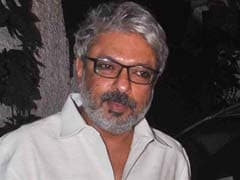 संजय लीला भंसाली के साथ 'पद्मावती' के सेट पर हुई घटना पर साथ हुई 'पूरी फिल्म इंडस्ट्री'