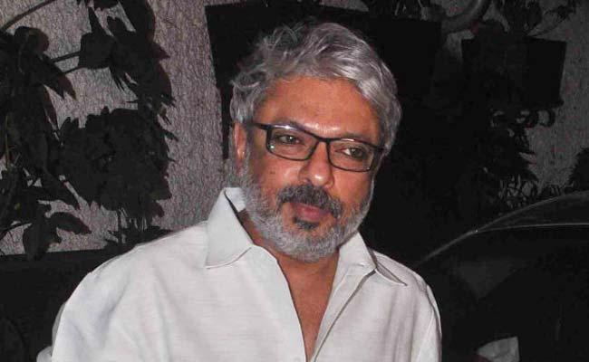 Padmaavat: संजय लीला भंसाली ने किया उल्टा वार, करणी सेना को फिल्म देखने के लिए किया इनवाइट