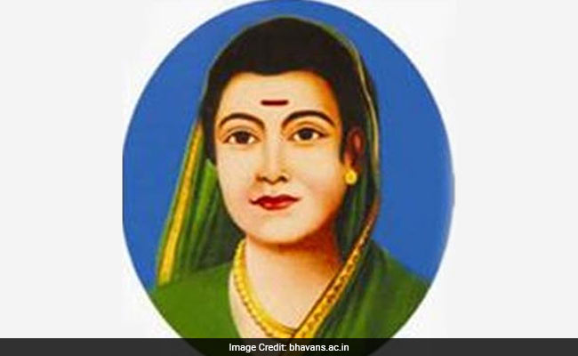 Remembering Savitribai Phule, First Female School Teacher In India, On Her 121st Death Anniversary