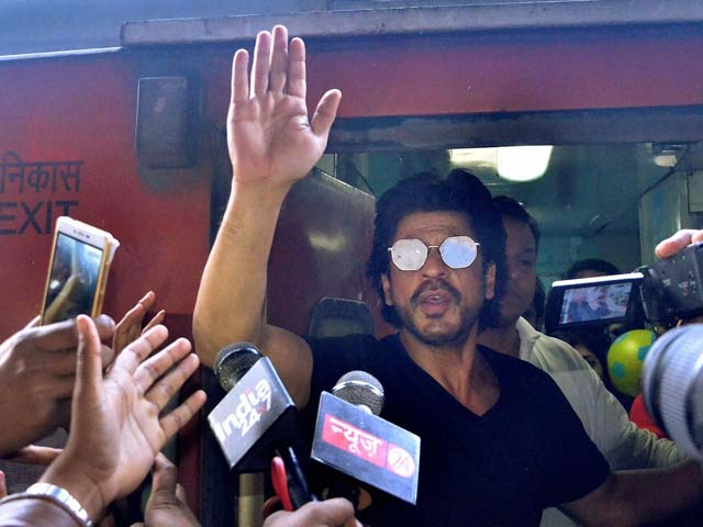 Raees: A Recap Of Shah Rukh Khan's Train Ride From Mumbai To Delhi