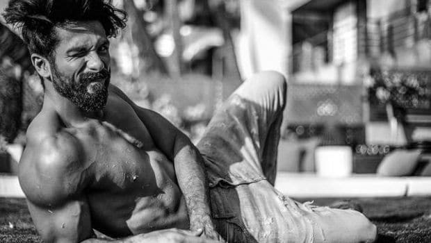 Shahid Kapoor's Diet and Fitness Routine: The Secret Behind the 'Rangoon' Star's Lean Look