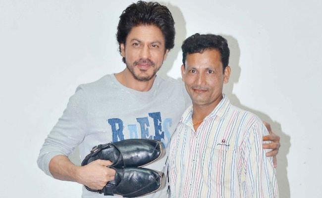 'रईस' के डायलॉग का जूतों की दुकान पर लगाया पोस्टर, तो मिला शाहरुख खान से मिलने का मौका