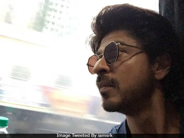 Raees: Shah Rukh Khan Takes Mumbai-Delhi Train. Gets Massive Send-Off