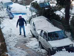 मैदानी इलाकों की राजनीतिक गर्मी के बीच हिमाचल में बर्फबारी