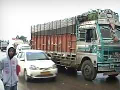 Kashmir Weather: 800 Trucks, 200 Cars Stranded On Jammu-Srinagar Highway