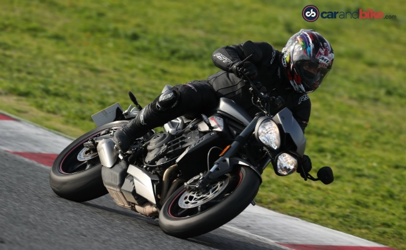 2017 triumph street triple rs review