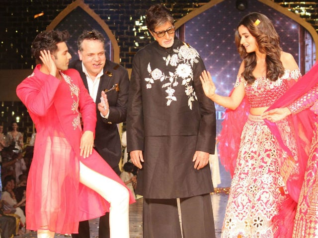 When Amitabh Bachchan Danced To Tamma Tamma With Alia Bhatt And Varun Dhawan On Ramp