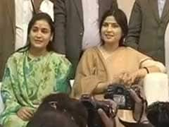 Dimple Yadav At His Side, Mulayam Singh Seeks Vote For <i>Chhoti Bahu</i> Aparna Yadav