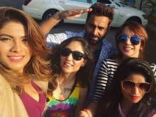 <i>Bigg Boss 10</i> Reunion: Salman Khan, Manveer, Monalisa, Lopamudra Hang Out. See Viral Pics