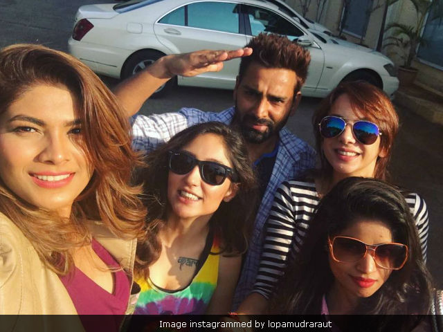 Bigg Boss 10 Reunion: Salman Khan, Manveer, Monalisa, Lopamudra Hang Out. See Viral Pics