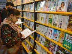 पुस्तक मेला: 7वें दिन सामने आई 11 नई किताबें, बारिश की फुहार के बीच भारी भीड़ आई नजर