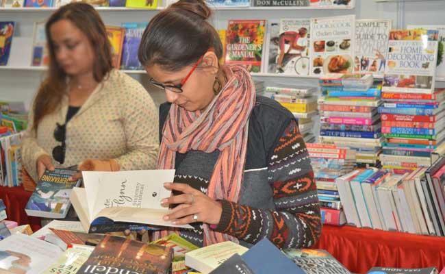 विश्व पुस्तक मेला बना पाठकों की पसंदीदा जगह, मेले में 400 से ज्यादा प्रकाशक ले रहे हैं हिस्सा