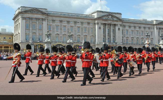 'Changing Of Guard' Stopped Outside UK Palaces Over Coronavirus