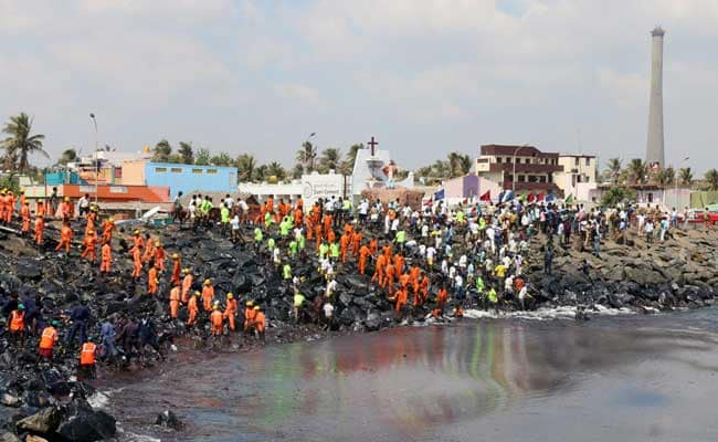 चेन्नई तेल रिसाव : दोनों जहाजों के क्रू से पूछताछ, शहर छोड़कर नहीं जा सकते