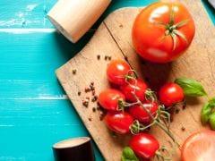 Tomato Benefits For Skin: टमाटर के इन 3 फेस मास्क से पाएं निखरी और चमकदार त्वचा