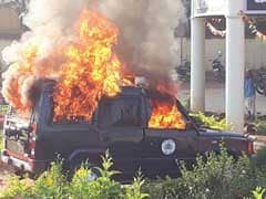 कर्नाटक : गदक पुलिस स्टेशन में तोड़फोड़, पुलिस की जीप को आग के हवाले किया
