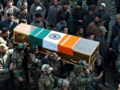 An Army Jawan Gets a Hero's Welcome In Kashmir, And A Tearful Goodbye