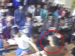 गुजरात : छात्रों की पिटाई का वीडियो वायरल होने के बाद शिक्षक निलंबित