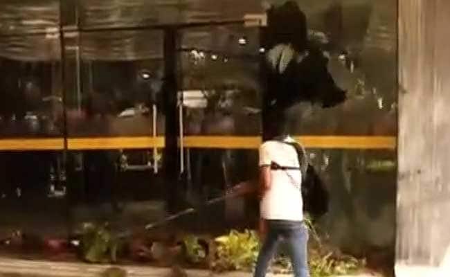 गुस्साई भीड़ ने सरकारी अस्पताल में की तोड़फोड़, पुलिस में दर्ज हुई शिकायत