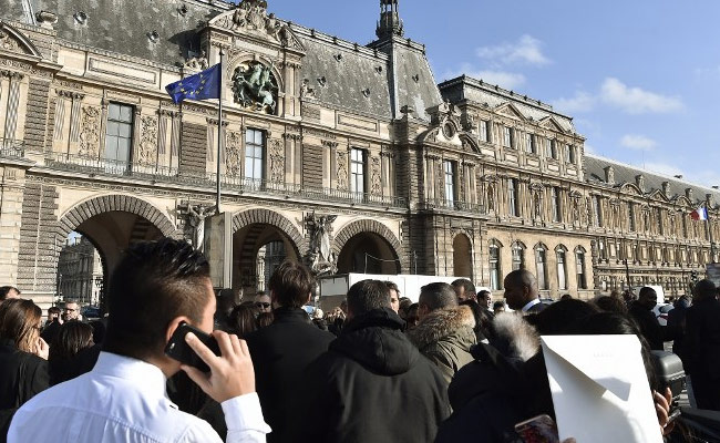 louvre attack afp