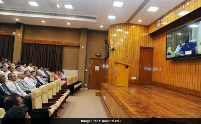 West Bengal To Set Up Virtual Classrooms In Colleges, Varsities