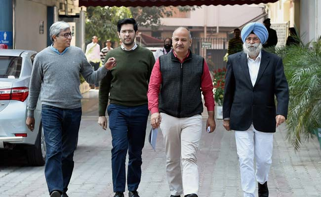 Punjab Elections 2017: AAP Leaders Meet Poll Panel, Alleges Breach Of Voting Machines' Security