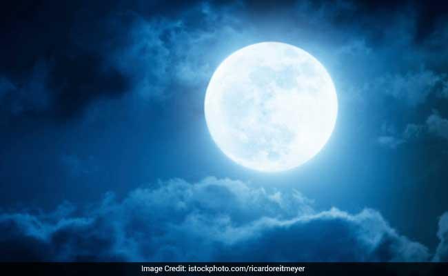 करवा चौथ 2017: जानिए क्या है पूजा का मुहूर्त, कब दिखेगा आपके शहर में चांद, अभी जानें