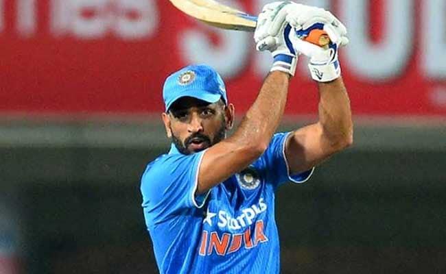 INDvsSL ODI Series: एमएस धोनी ने फिर खेली शानदार पारी, बल्ले से कर रहे कमाल