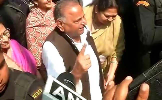 मुलायम सिंह यादव ने की दावत कैंसिल, सपा विधायकों को कहा गया था अखिलेश के बुलाने पर ही जाएं