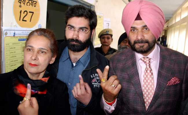 क्या नवजोत सिंह सिद्धू का टीवी पर हास्य शो लाभ के पद के नियमों का उल्लंघन है?