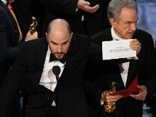 Oscars 2017: A Breakdown Of Exactly How The <i>La La Land</i>-<i>Moonlight</i> Shocker Happened